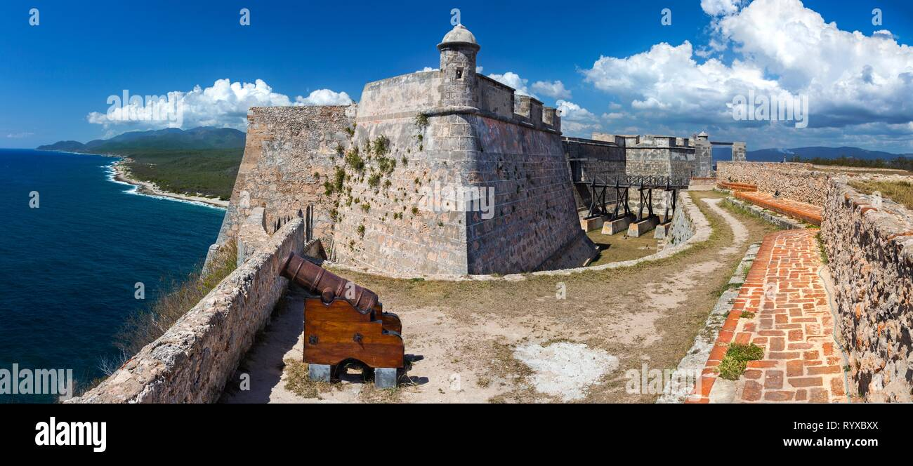 wide-panoramic-view-of-castillo-del-morr
