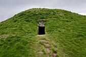 Cuween Hill prehistoric chambered cairn Neolithic communal tomb. Orkney, Scotland. Entrance passage. 5000 years old - Stock Image