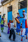 Street Entertainers Dancing On Stilts, Old Havana, Havana, Cuba - Stock Image - DN3XDE