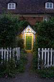 country cottage with lite doorway - Stock Image - B43M06
