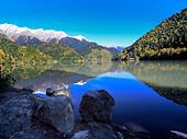 Lake Ritsa, Caucasus mountains, Abkhazia, Georgia - Stock Image - EFN86X