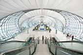 Interior view of the Suvarnabhumi International Airport Airport in Bangkok Thailand - Stock Image - B91HDB