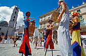Los Zancudos. Stilt dancers in old Havana World Heritage Area, Cuba - Stock Image - B308TB