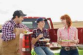 Family enjoying lunch on farm - Stock Image - E89GWC