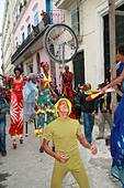 Havana Cuba salsa dancer and jugglers in the street - Stock Image - AHDWR8
