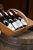 wine shop domaine du terme gigondas rhone france - Stock Image - C0TDNK
