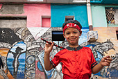 Boy ready for a performance in the streets of La Habana, Cuba, Caribbean. - Stock Image - BYRWJ0