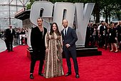epa04771204 From (L-R) Actors/cast members British Jude Law, British Jason Statham and US Melissa McCarthy pose for photographs as they arrive on the red carpet for the European Premiere of 'Spy' in Central London, Britain, 27 May 2015. The movie will be released on British theaters on 05 June.  EPA/WILL OLIVER - Stock Image - ERAEX4