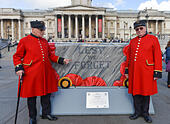 Trafalgar Square, London, UK. 17th October 2014. Two Chelsea Pensioners visit the sculptures. Sixty New Routemaster bus sculptures, painted by well-known and aspiring artists, on show in London this autumn Displayed at various locations across the capital from 20 October for seven weeks, and then will be auctioned for charity. © Matthew Chattle/Alamy Live News - Stock Image - E9235Y