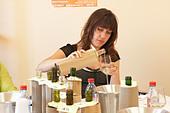 woman tasting wine coup de coeur femmes journalistes cellier des chartreux rhone france - Stock Image - C0TE17