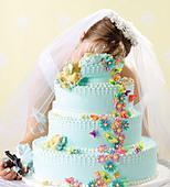 Crime scene of bride killed in her wedding cake - Stock Image - D0R1XP