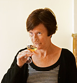 Britt Karlsson, BKWine.com, tasting a glass of Chateau Bouscaut in the tasting room  Chateau Bouscaut Cru Classe Cadaujac  Grave - Stock Image - ABKR8A