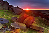 Sunrise Over Millstones Below Stanage Edge, Above Hathersage, Peak District National Park, Derbyshire, England, UK - Stock Image - AP6GRP