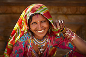 Portrait of smiling india woman, Jaisalmer, Rajasthan State, India - Stock Image - D6X1MF