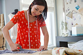 Female seamstress working in home studio - Stock Image - D7JGY7