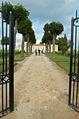 gate entrance chateau trottevieille saint emilion bordeaux france - Stock Image - BEAW16