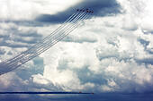 Red Arrows Royal Air Force Aerobatic Team display during Farnborough International Airshow 2014 - Stock Image - E7CW3W