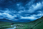 a moody evening sky over the Tugela Valley with the Drakensberg Mountains beyond, KwaZulu Natal, South Africa - Stock Image - B9NRX2