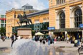 Hannover Hauptbahnhof. Main railway station . Ernst August Platz - Stock Image - E744KX