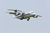 BAE146/ Avro RJ100 of the Empire Test Pilots School / QINTIQ on approach RAF Waddington Airshow 2013 - Stock Image - DAB6FJ