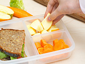 Preparing a packed lunch - Stock Image - AP7PMP