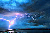 UK, Dorset, Stunning image of lightning over the Dorset coast during weekend storms after hot dry weather. - Stock Image - C3G4N3
