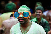 Cairo. 16th Oct, 2014. An Egyptian man runs with a pair of fancy glasses during the Colour Run event in Cairo, capital of Egypt, Oct.16, 2014. © Cui Xinyu/Xinhua/Alamy Live News - Stock Image - E902Y0
