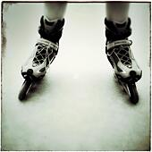 Boy rollerblading - Stock Image - S04TKM