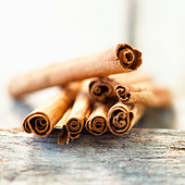 Sticks of cinnamon - Stock Image - B43D9T