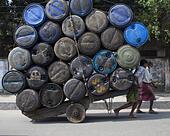 Dhaka, Bangladesh. 1st Nov, 2014. Bangladeshi labourers pull a cart of used containers to the market in Dhaka © Zakir Hossain Chowdhury/ZUMA Wire/Alamy Live News - Stock Image - E9RYR9