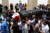 Cairo, Egypt. 12th July, 2015. Mourners carry the coffin of Egyptian actor Omar Sharif during his funeral at the Mushir Tantawi mosque in Cairo, Egypt, 12 July 2015. According to the Egyptian actor's agent, Omar Sharif died at the age of 83 of a heart attack at a hospital in Cairo © Amr Sayed/APA Images/ZUMA Wire/Alamy Live News - Stock Image - EXDGGG