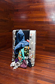 Open suitcase - Stock Image - BCKNDX