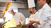 Chefs cooking in restaurant kitchen - Stock Image - D4ETC7