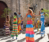 Street performers, old town, Havana, Cuba - Stock Image - DRH0YY