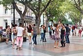 dancers on a Sunday evening, Paseo de Prado avenue, Havana, Cuba - Stock Image - E62AD7