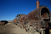 Rusting locomotive at train graveyard, Uyuni, Bolivia, South America - Stock Image - CPE9GX