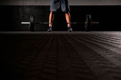 Man standing with weights - Stock Image - CEFFP9