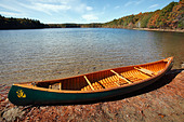Canoe on the shore of  Walden Pond, Concord, Massachusetts - Stock Image - C8PF15
