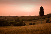 Sunset over landscape near Pienza in Tuscany in Italy - Stock Image - B38EH6