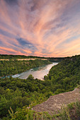 The Niagara River from the viewpoint over the Niagara Glen Nature Reserve, Niagara Falls, Ontario, Canada - Stock Image - BFDW48