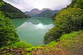 Lake Ritsa, Caucasus mountains, Abkhazia, Georgia - Stock Image - EFN9EY