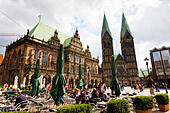 Bremen Alt Stadt Markt place with Rathaus and Dom of St Petri - Stock Image - E744KW