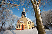 The Netherlands, Ferwoude, Church in frost and snow. - Stock Image - C552CE