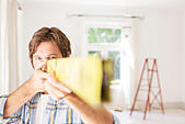 Man holding wood close to face - Stock Image - E773CE