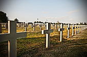 Unmarked cross headstones in graveyard - Stock Image - C92EH4