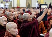 epa03762226 A Buddhist monk takes a photo with his iPad tablet computer during the Buddhist monks conference in Yangon, Myanmar, 27 June 2013. Myanmar's government on 26 June banned Time magazine's cover story 'Buddhist Terror' on Burmese extremist monk Wirathu, who has been accused of stoking anti-Muslim sentiments with his 969 movement, that calls on Buddhists to boycott Muslim shops and businesses.  EPA/NYEIN CHAN NAING - Stock Image - DA0FK4