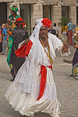 CUBA, Havana, dancing lady with cigar - Stock Image - CWF8X0