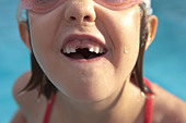 Closeup of girl with her front teeth missing - Stock Image - CEW7CE