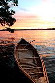 Canoe at Sunrise Sebago Lake, Maine - Stock Image - CEP6FF