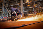 Steel cutter at work in shipyard - Stock Image - CFABWW